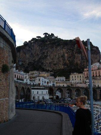 A'  Scalinatella Hostel and  Hotel: Walking back from Amalfi to Atrani