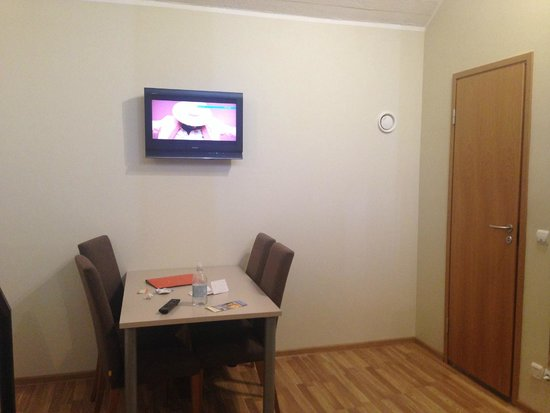 Hotel Braavo: Apartment room