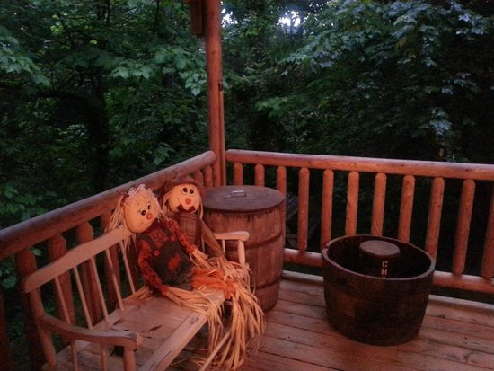 porch picture of all seasons cabin rentals pigeon forge tripadvisor rh tripadvisor com