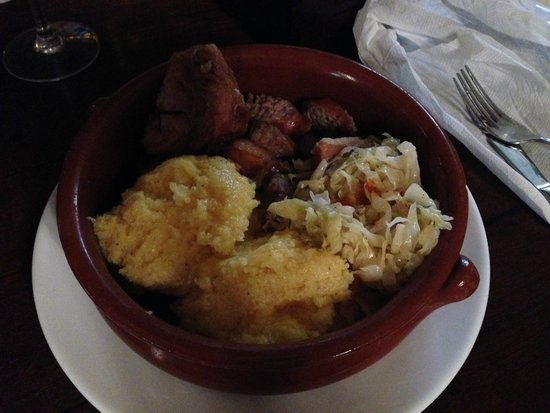 Caru' cu bere: Polenta con salsicce e maiale