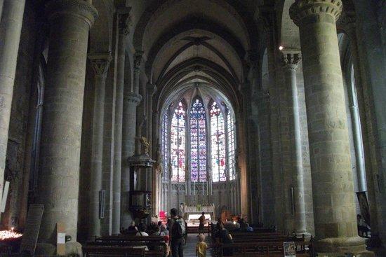 Église Saint-Nazaire : Cathedral