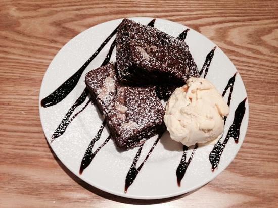 Gastrono-me: brownies al cioccolato (70% di cacao) con gelato