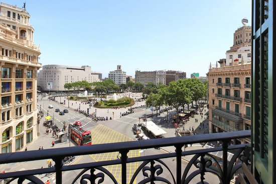 Spectacular view from double room with private bathroom Hotel Ginebra Barcelona