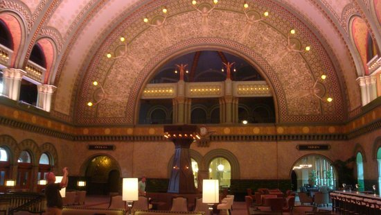 St. Louis Union Station Hotel, Curio Collection by Hilton : The grand lobby