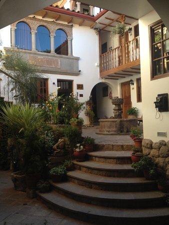 Hotel Rumi Punku : Main courtyard after you enter the stone doors