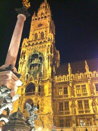 Marienplatz: Reloj