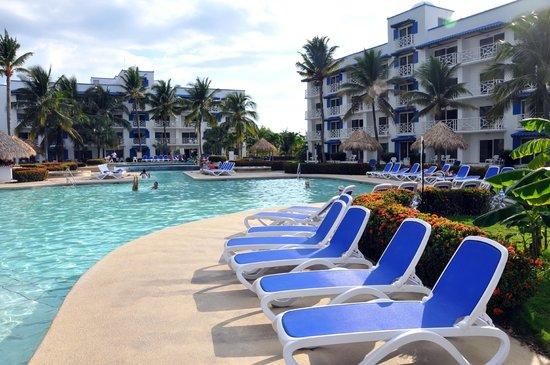 Piscina para ni os picture of hotel playa blanca beach for Playa piscina