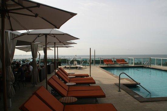 Sonesta Coconut Grove Miami: Pool und Frühstücksarea (outside)
