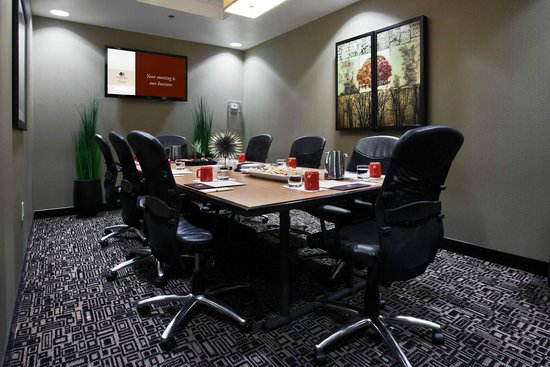 DoubleTree by Hilton Hotel Savannah Airport: St. Patrick's Board Room