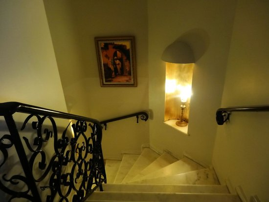 Avicenna Hotel : staircase