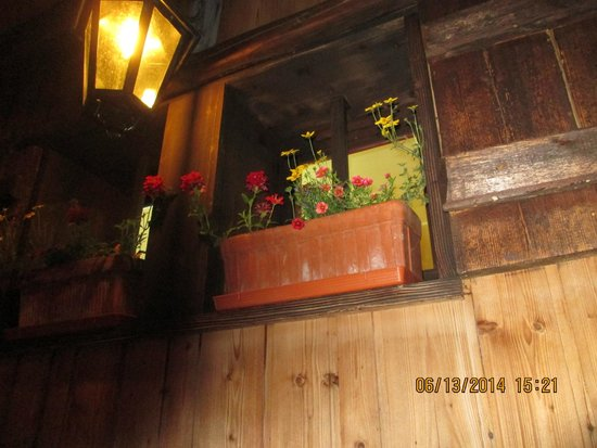 Le Galeta : The window above our heads as we ate outside