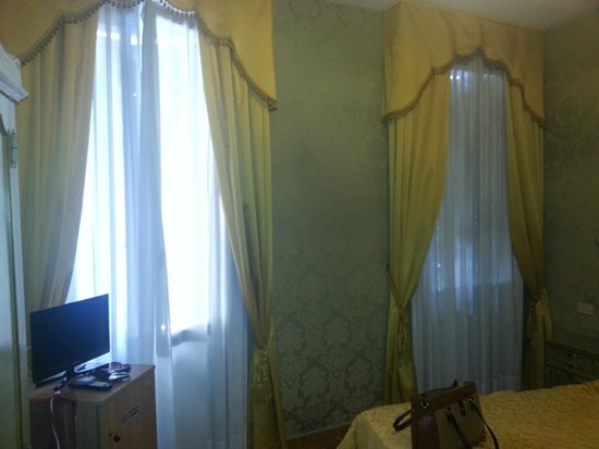 Hotel Canal : Room 202