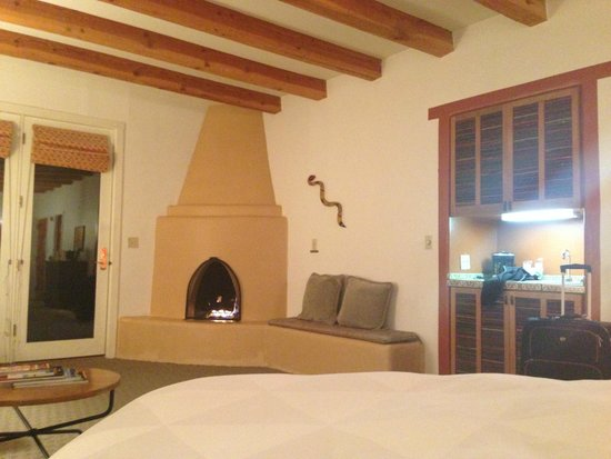Bishop's Lodge Resort & Spa: Cool fire place in Bishops Lodge