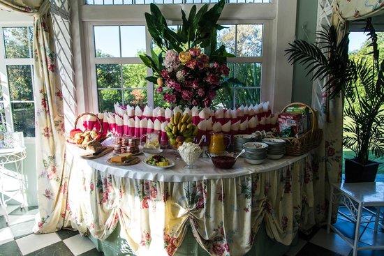 Maranatha Country House : Juice Table for Breakfast