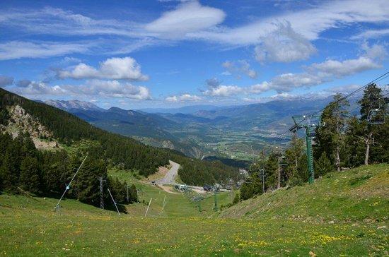 Alp Hotel Masella : Pistas de Esquí La Masella en primavera.