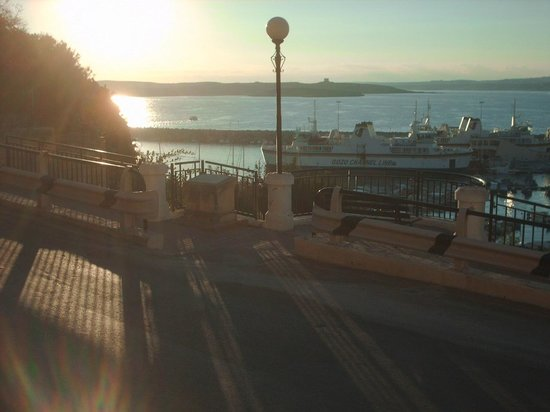 Grand Hotel Gozo : Sunrise seen from the terrace, overlooking Mgarr