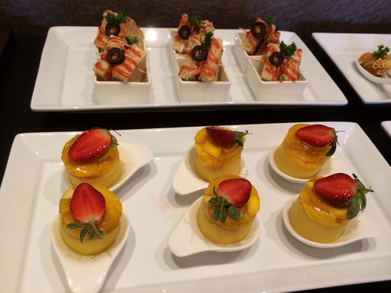 Savana Hotel & Convention: Finger food