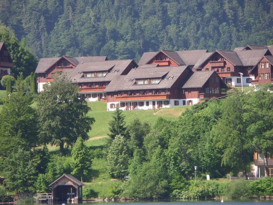 Mondi-Holiday Seeblickhotel Grundlsee : Front block with lake view numbers 500's