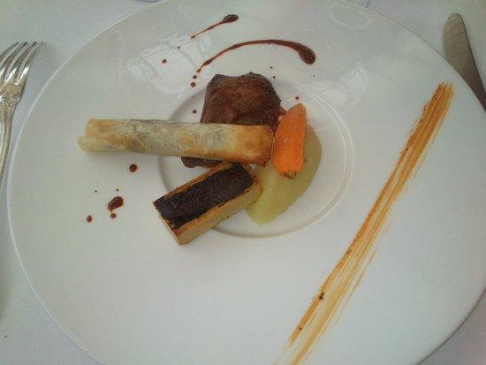 Manoir de la Roseraie : Demi-pigeonneau de la Lance, jus à la carotte