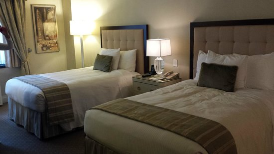 Warwick New York Hotel: Lovely room
