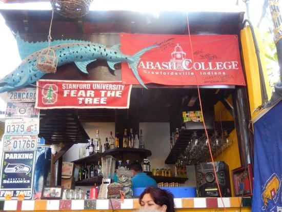 Maro's Shrimp House : The bar