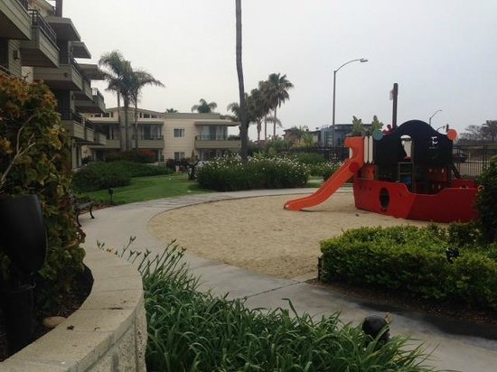 Carlsbad Seapointe Resort: Playground (view from the pool area toward the hot tub)