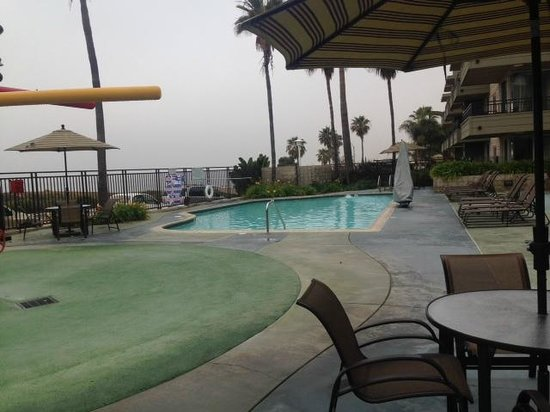 Carlsbad Seapointe Resort: Pool and splash pad. A little too cold for us in early April.