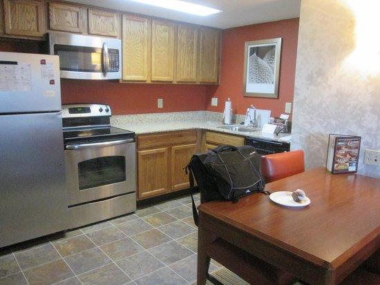 Residence Inn Williamsburg: Kitchen