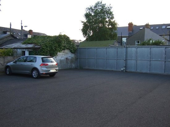 ABC House: Afgesloten parkeergelegenheid