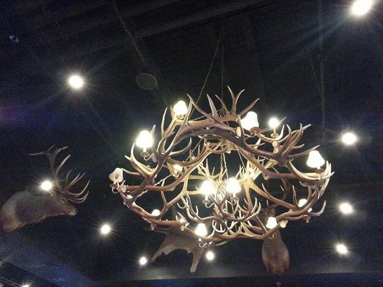 Inn of the Mountain Gods Resort & Casino: Fun chandelier!