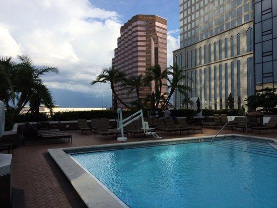 Hilton Tampa Downtown: Piscina piso elevado