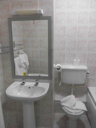 BEST WESTERN Cresta Court Hotel: bathroom 209