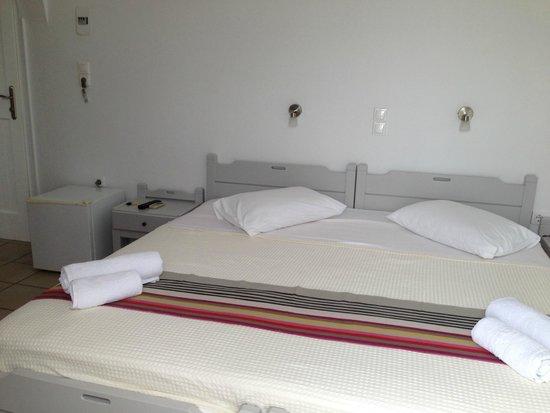 Akrotiri Hotel: chambre