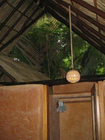 Casa Viva Troncones : Open air bathroom….found a crab in the toilet :-)