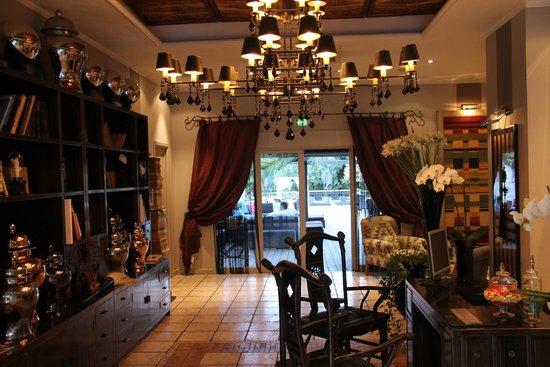 Hotel Saint Amour La Tartane : The Lobby