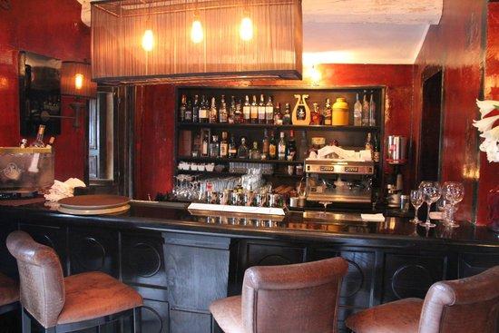 Hotel Saint Amour La Tartane: Bar  Area