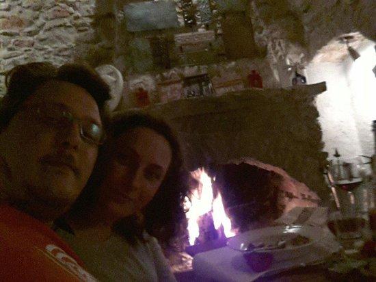 Avlu Bistro & Bar: Kışı ayrı güzeldi(sıcak şarap ve şömine keyfi) yazı ayrı güzel :)
