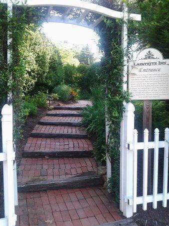Lafayette Inn & Restaurant: Entrance
