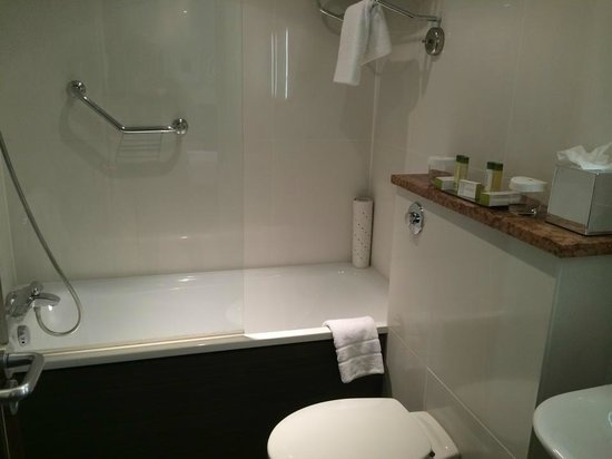 DoubleTree by Hilton Hotel London - West End: Bathroom
