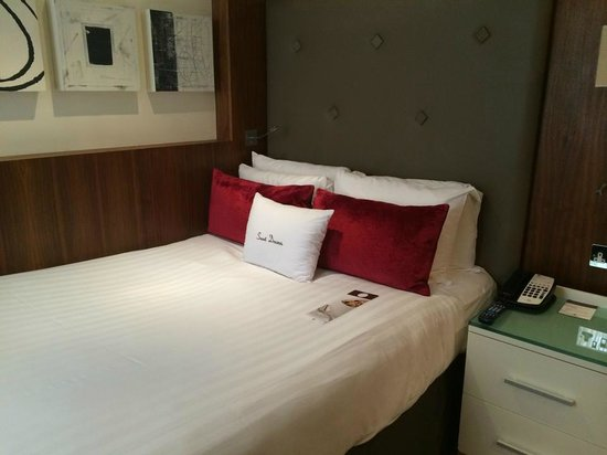 DoubleTree by Hilton Hotel London - West End: Room