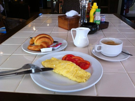 WW Will Wait Bakery & Restaurant: Cheese Omelette with Tomato.  Chili Sauce Please!