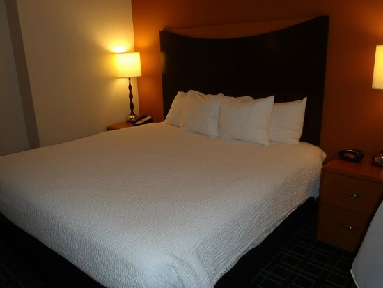 Fairfield Inn & Suites Fort Pierce: King Sized Bed in our room....