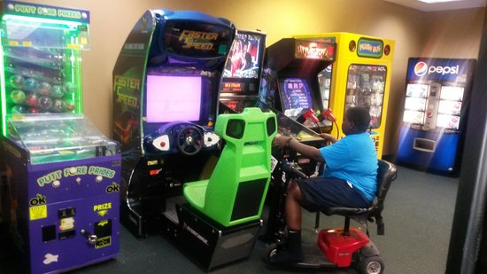 Riverwalk Inn & Suites : game room