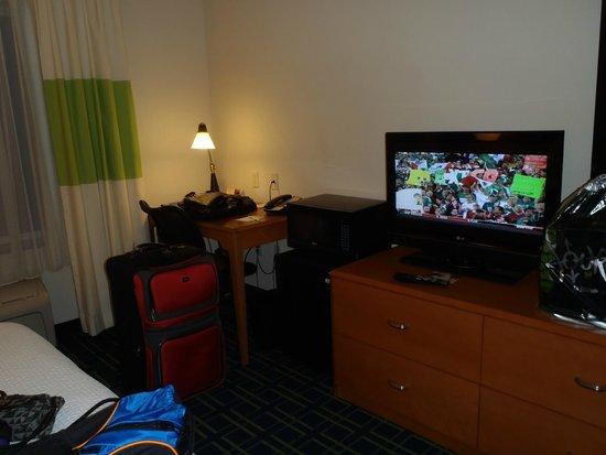 Fairfield Inn & Suites Fort Pierce: Inside our Room....