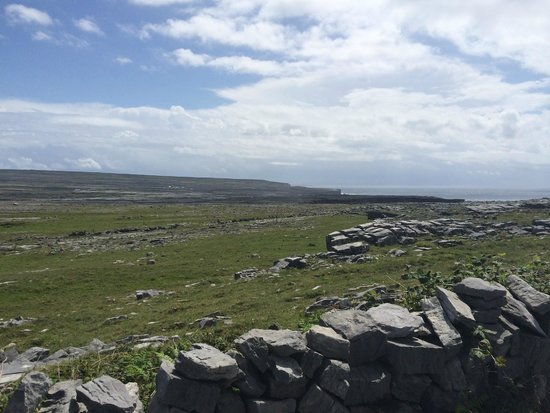 Aran Island Ferries: on the walk up