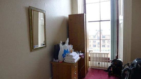 The Alba Lodge: Room on 2nd floor, facing the street