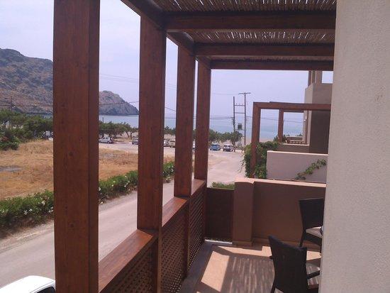 Plakias Resort: вид с балкона из одной комнаты