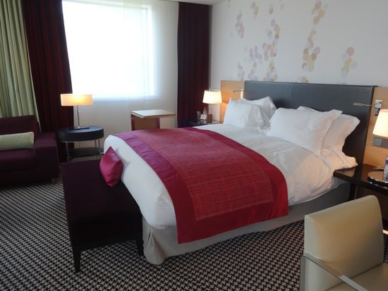Sofitel Luxembourg Le Grand Ducal: Suite Bedroom area