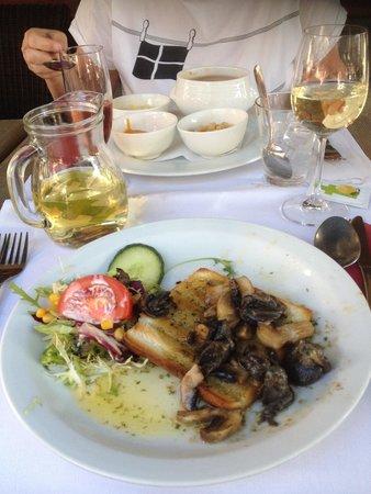 Le Grand Cafe Belfort : esgarcots op geroosterd brood en vissoep