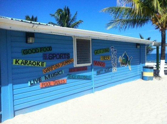 Tipsy Tuna : Signs facing the beach area